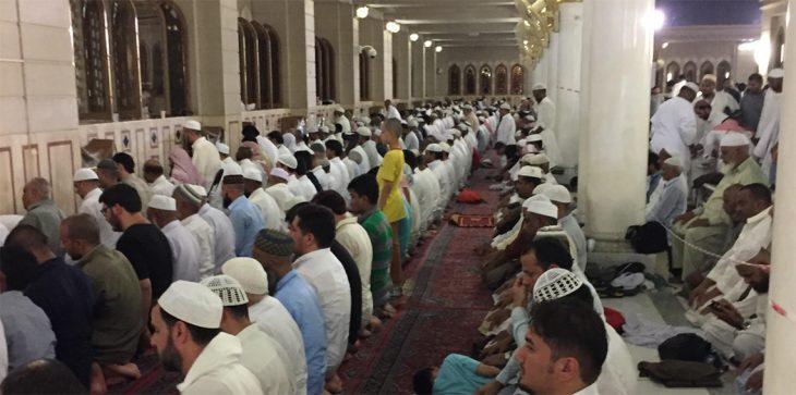 بعد 37 عامًا.. إمام يكتشف أن المصلين داخل مسجده يصلون في اتجاه خاطئ!