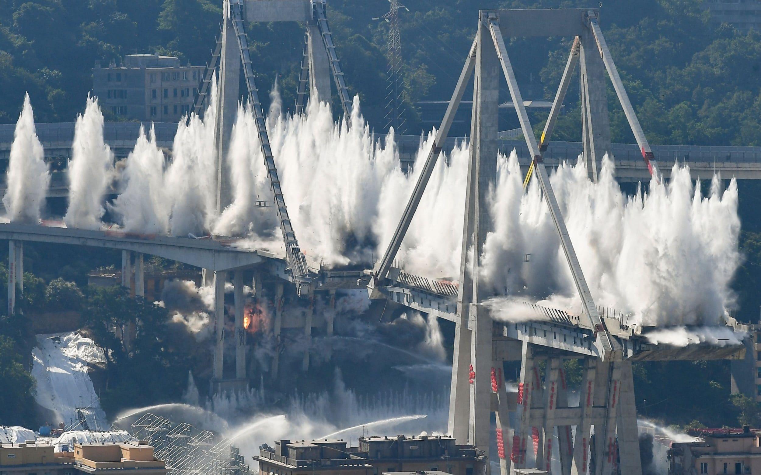 """بالفيديو/ إيطاليا تنتقم من الجسر """"الكارثي"""" بعدما تسبب بمقتل العشرات...500 كيلوغرام من المواد المتفجرة لتفجيره!"""