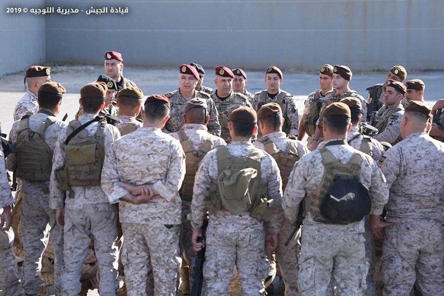 قيادة الجيش تحذر: لعدم تداول صور العسكريين وترويج أخبار كاذبة تتعلق بالمؤسسة العسكرية تحت طائلة الملاحقة القانونية
