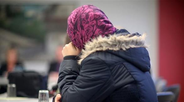 صورة بدون حجاب تتسبب بفقدان طالبتان حقهما بالدراسة في فرنسا!