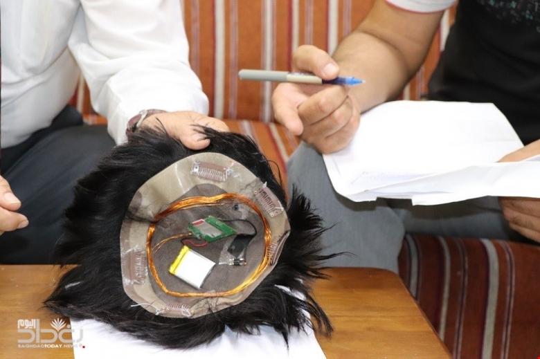 """بالصور/ """"غش مبتكر""""...طالب استخدم شعراً مستعاراً للغش الإلكتروني خلال امتحان في العراق!"""
