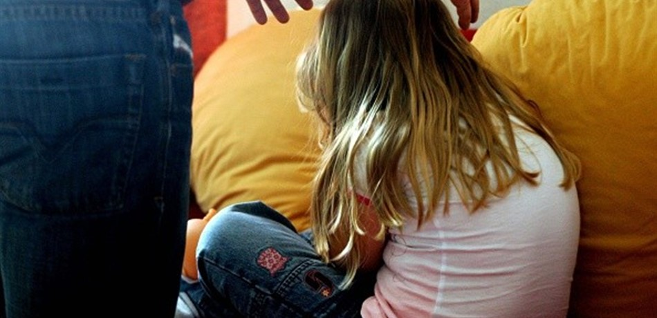 يتحرش بابنته القاصر منذ سنوات قبل أن تكتشف زوجته الأمر ومحكمة الجنايات في بيروت تصدر حكمها !