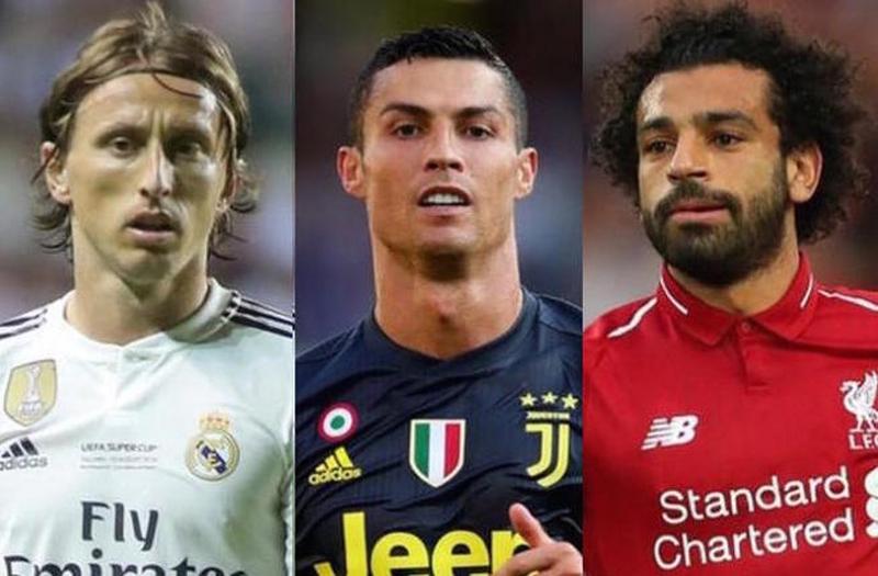 """رسمياً.. الـ""""فيفا"""" تختار صلاح ورونالدو ومودريتش في القائمة النهائية لجائزة """"أفضل لاعب في العالم""""!"""