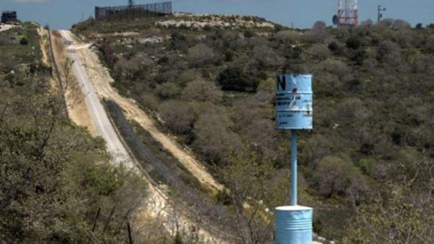 """عنصران من جيش العدو """"الإسرائيلي"""" يجتازان خط الحدود في العباسية لمسافة اكثر من خمسين متراً دون تجاوز الخط الأزرق"""