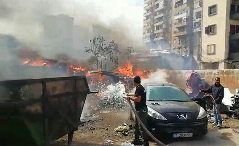حريق في طرابلس امتد لمسافات واسعة مهددا سلامة المواطنين والقبض على الشاب المفتعل