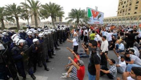 البحرين: ولي العهد يحسم داخل الأسرة... وأنباء عن دخول قوّات سعوديّة