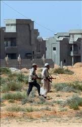 طرابلس: دويّ انفجارات وأزمة غذاء ووقود... وقلق