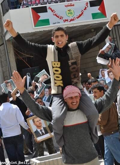 دير الزور تتظاهر في بنت جبيل