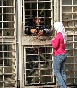 جحيم السجون: الموت يُخيّم فوق «رومية» وجريحان في سجن النبطية