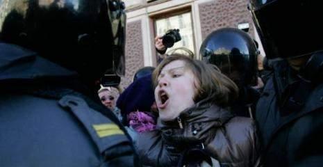 روسيا تتمسّك بـ«المؤامرة»: الثورات ليست عفويّة