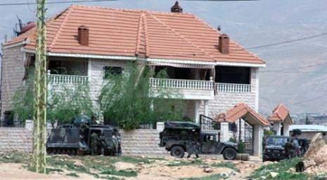 الجيش يشغل منازل وأصحابها يطالبون بها