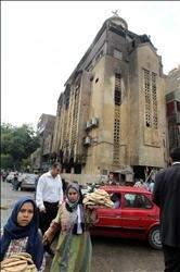 الثورة المضادة» تطل من باب الفتنة الطائفية:244 قتيلاً وجريحاً في مواجهات في إمبابة