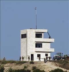 القوات السورية قرب الحدود التركية كلينتـون تنـتـقـد «الاسـتفـزاز» وتحـذر مـن اشـتباكات