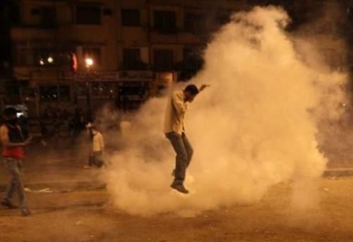 عشرات من الجرحى في اشتباكات بميدان التحرير بالعاصمة المصرية