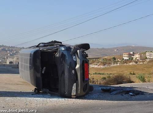انقلاب سيارة فان بحادث سير مروع على طريق شلعبون