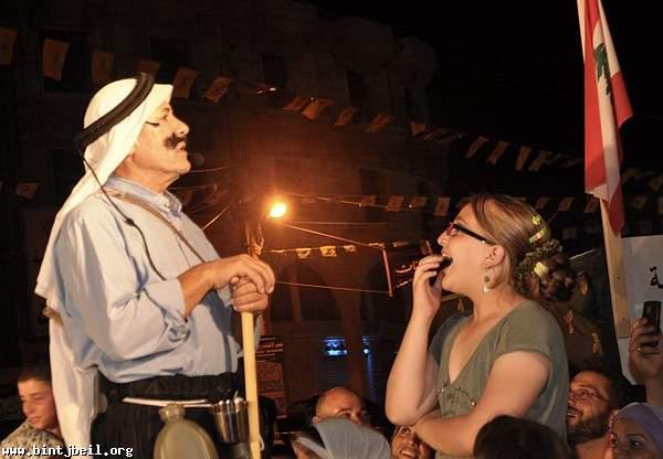 منير كسروان و ام طعان الهبا مسرح مهرجان التسوق و السياحة في بنت جبيل