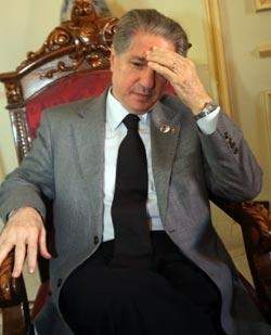 أمين الجميّل كصديقه مبارك: رئيس مدى الحياة
