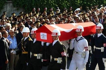 المقاتلات التركية تجدد غاراتها على شمال العراق هجوم للأكراد: مقتل وإصابة 6 جنود أتراك