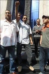 الشاب المصري أحمد الشحات ينتصر لكرامة العرب:  تسلق 22 طابقاً لانتزاع علم إسرائيل من فوق سفارتها