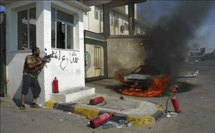 معـركة طرابلس لم تُحسـم ... ومخاوف من الفلتـان الأمنـي الغرب يتجاهل تحفظات للمعارضة ويمدّد وصايته على ليبيا