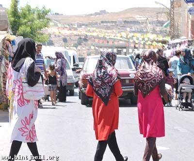 الأطفال محرومون من ثياب العيد في بنت جبيل و سوق الخميس الاسبوعي بلا بركة