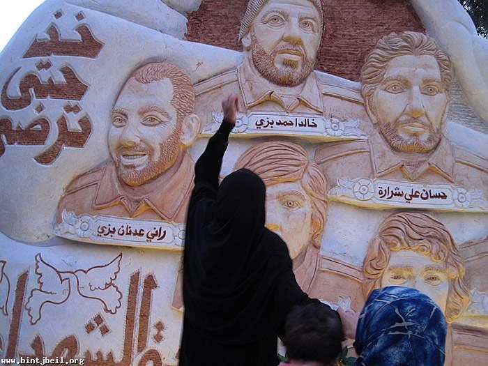 أزاحة الستار عن النصب التذكاري لكوكبة من شهداء بنت جبيل