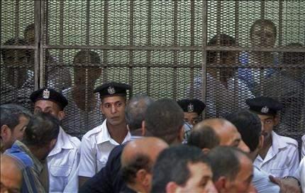 مصر: 21 حركة تتبنى اقتحام سفارة إسرائيل