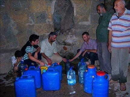 العكاريون يؤمّنون حاجتهم من المياه بالوسائل البدائية والأزمة تزداد سوءاً
