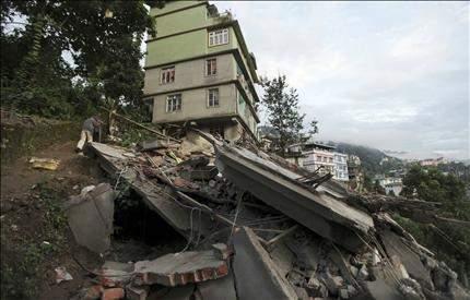 63 قتيلاً في زلزال بين الهند والنيبال