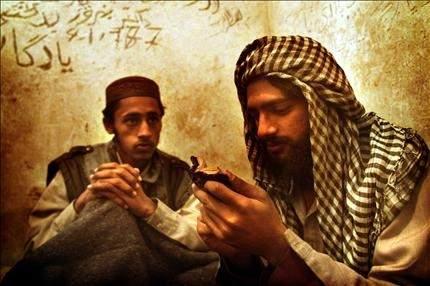 10 أعوام على غزو أفغانستان طالبان: باقون .. والاحتلال مغادر