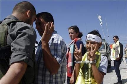 غزة تنتصر للأسرى.. ومعركة الأمعاء الخاوية مستمرة