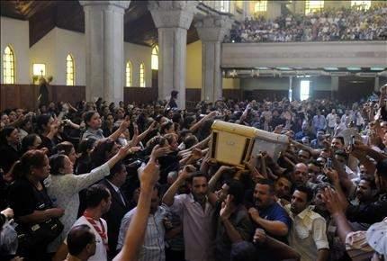 مصر في صدمة ... العسكر في مأزق ... والأقباط في حداد