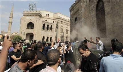 تظاهرات في مصر للتعبير عن الوحدة الوطنية: طالعين من الجوامع... رايحين على الكنائس