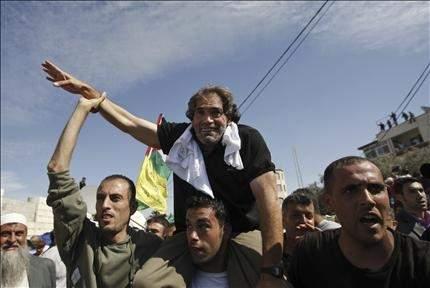 غزة تنسى جراحها في يوم التبادل: كل فلسطيني شارك في الفرح