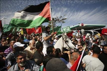 أجراس الحرية تقرع في الضفة الغربية: الفلسطينيون ظلوا قلقين... حتى رأوا الأسرى