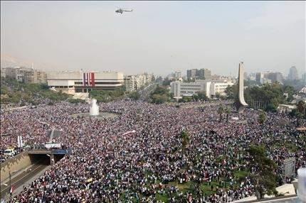 تظاهرة تأييد حاشدة في ساحة الأمويين ... وإضراب واسع في بقية المدن