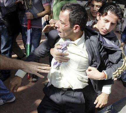 محتجون في القاهرة يرشقون وفداً للمعارضة السورية الداخلية بالبيض