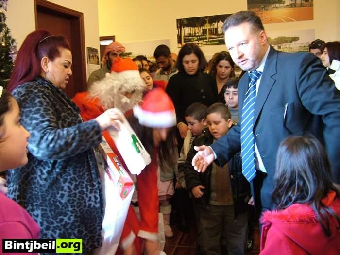 بلدية عين ابل وزعت هدايا على 250 ولدا