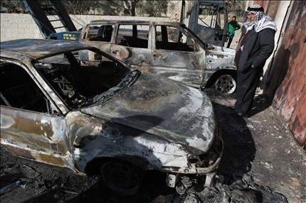 مستوطنون يحرقون 5 سيارات والاحتلال سيهدم منازل في الأغوار