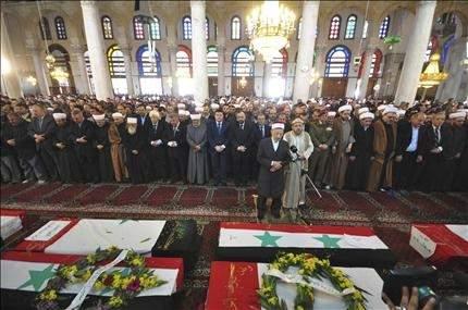 دمشق: الآلاف يشيعون ضحايا التفجيرين