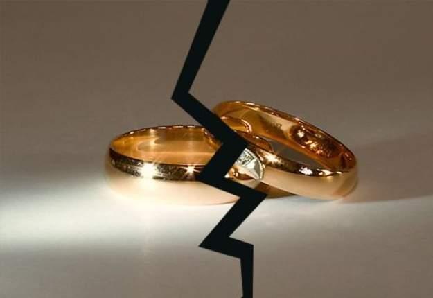"""بين """"الواتساب"""" والوضع الاقتصادي.. كل يوم طلاق بالنبطية!"""