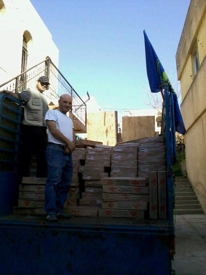 توزيع مساعدات غذائية وعينيه من جمعية الامداد لعائلات الايتام