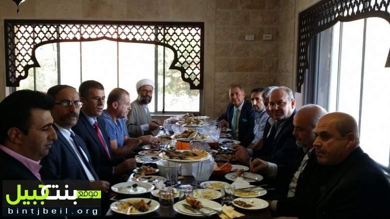 رئيس جمعية بنت جبيل في استراليا الحاج محمد بزي يكرم نجل المرجع الراحل السيد فضل الله في استراليا