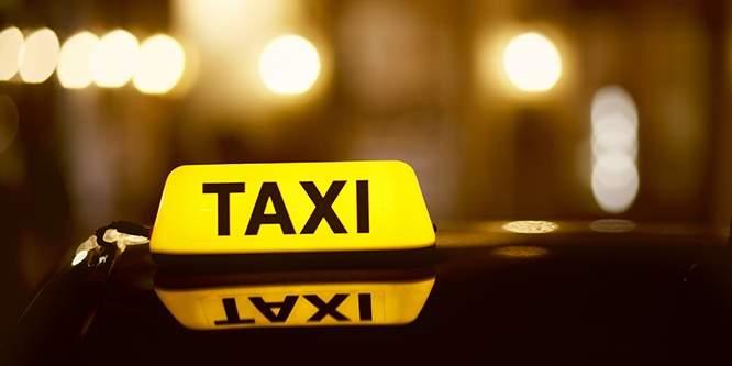 عودة شابة جامعية الى منزلها بعد فقدان الاتصال بها ظهراً في سيارة اجرة