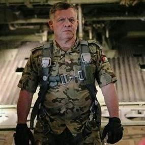 الملك  الاردن سيقود الـF16 لقصف