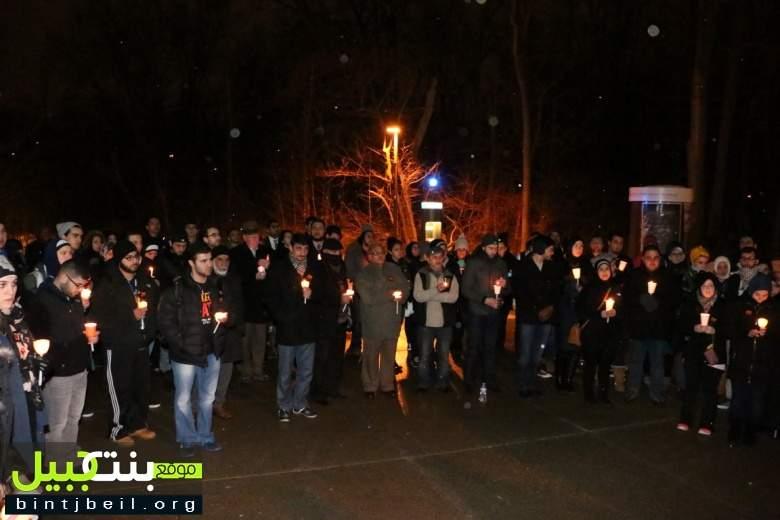 طلاب جامعة ميشيغن أضاؤوا الشموع إجلالاً لأرواح ضحايا جريمة كارولاينا الشمالية