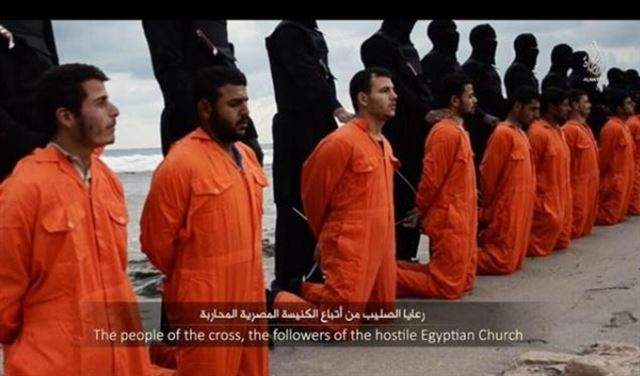"""تسجيل يظهر إعدام """"داعش"""" 21 قبطيا مصريا بليبيا و السيسي يعلن الحداد 3 ايام"""