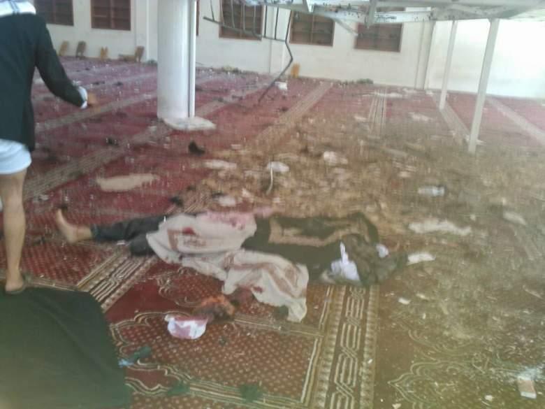 بالفيديو والصور / 55 شهيداً على الأقل بتفجيرات انتحارية تستهدف مسجدين في صنعاء
