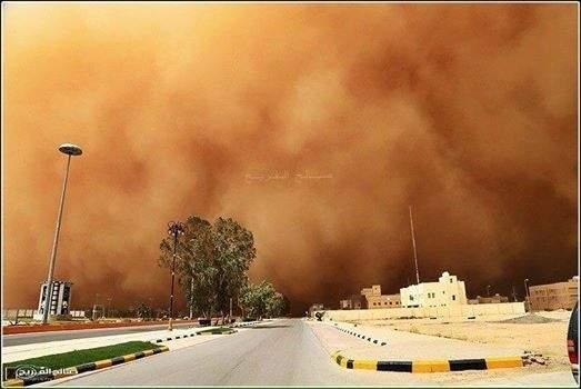 بالفيديو و الصور / عاصفة رملية قوية في السعودية اليوم