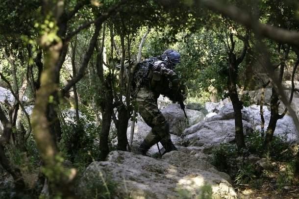 إسرائيل تستهدف «نقطة» في بحر سلاح حزب الله
